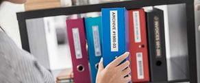 Dossiers étiquetés avec des étiquettes durables P-touch TZe