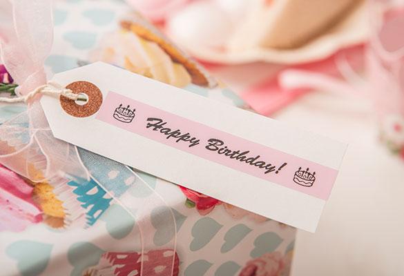 """Pastel rose label met opschrift """"Happy Birthday"""""""