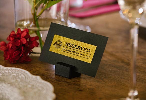 Label met gouden glitter voor reservatie
