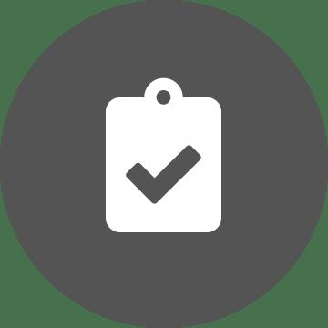 Ikona belega seznama s kljukico 'opravljeno' na okroglem sivem ozadju