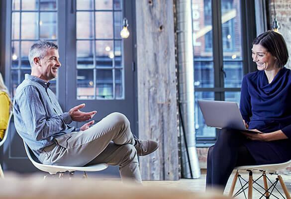 Rozmowa biznesmana i kobiety