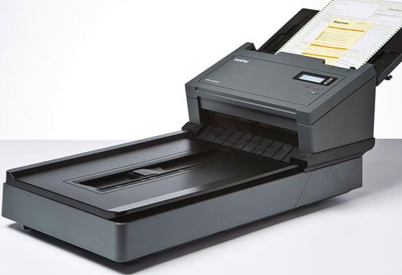 Професионален документен скенер с плоско стъкло PDS-6000F и заредени документи в листоподаващото устройство
