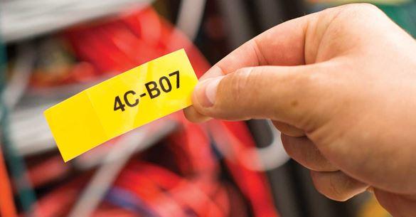 Prilagojena nalepka, natisnjena z aplikacijo Brother Mobile Cable Label Tool