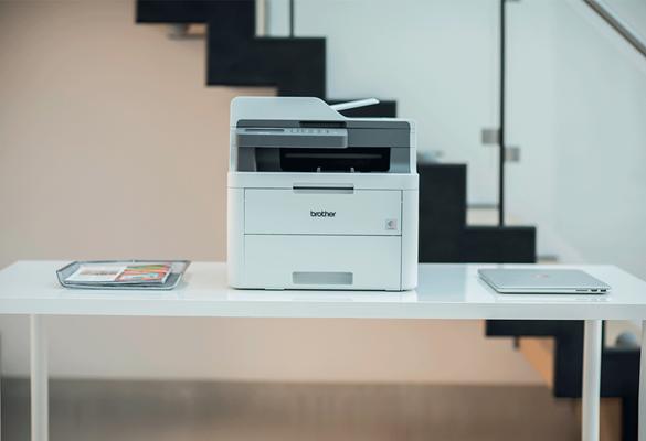drukarka laserowa Brother w otoczeniu biurowym