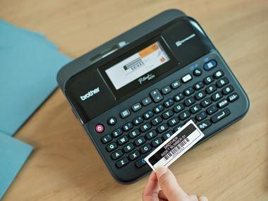 Imprimantă de etichete Brother P-touch D600 cu etichetă