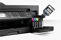 Doplňování černého inkoustu z lahvičky do MFC-T920DW