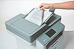 Snímání dokumentu multifunkční tiskárnou DCP-L6600DW