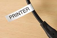 Identifikační štítek P-touch ve formě praporku na kabelu