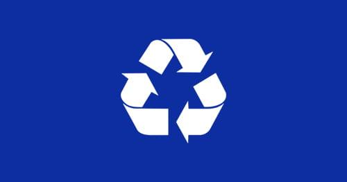 Bílá ikona recyklace v modrém obdélníku