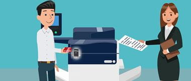 Grafische Darstellung einer Person, die sich mit ID Karte an einem Drucker authentifiziert. Eine andere Person holt den Ausdruck aus dem Gerät.