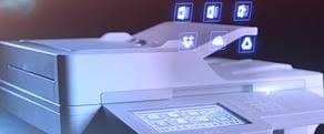 Multifunktionsdrucker über dem animierte Daten schweben
