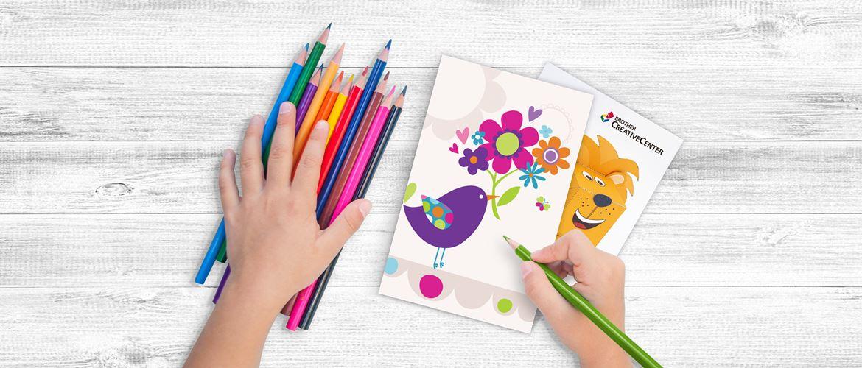 Kinderhände basteln lustige Grußkarte