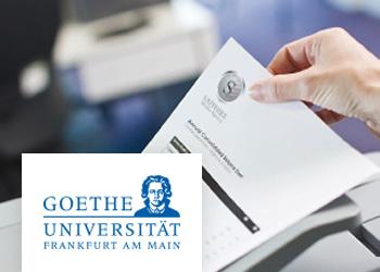 Nahaufnahme, Person druckt Dokument auf Brother Drucker