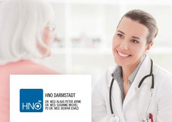 Ärtztin mit Patientin im Gespräch