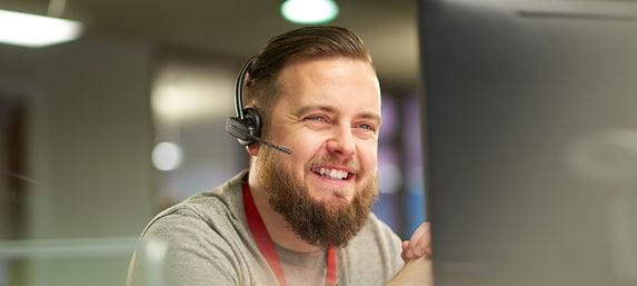Mann mit Headset