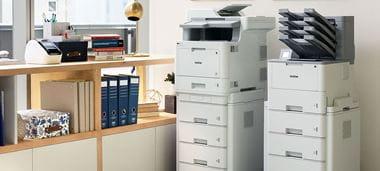 Zwei Brother Drucker im Büro