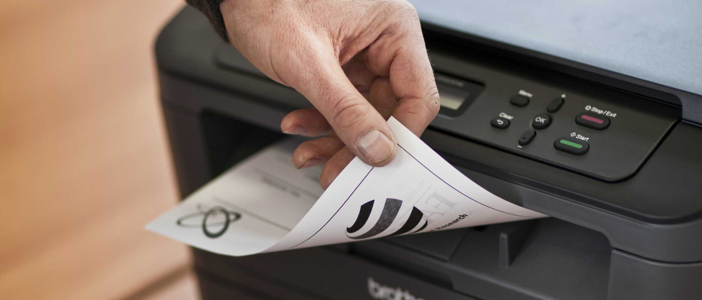 Impresora Brother imprimiendo a doble cara