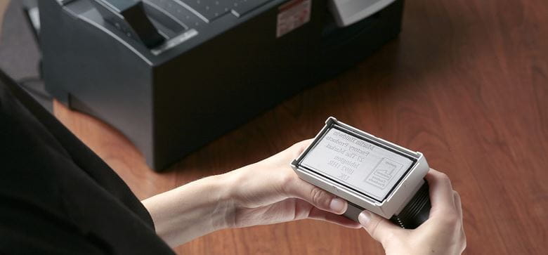 Pasos para crear sellos con la máquina de sellos Brother