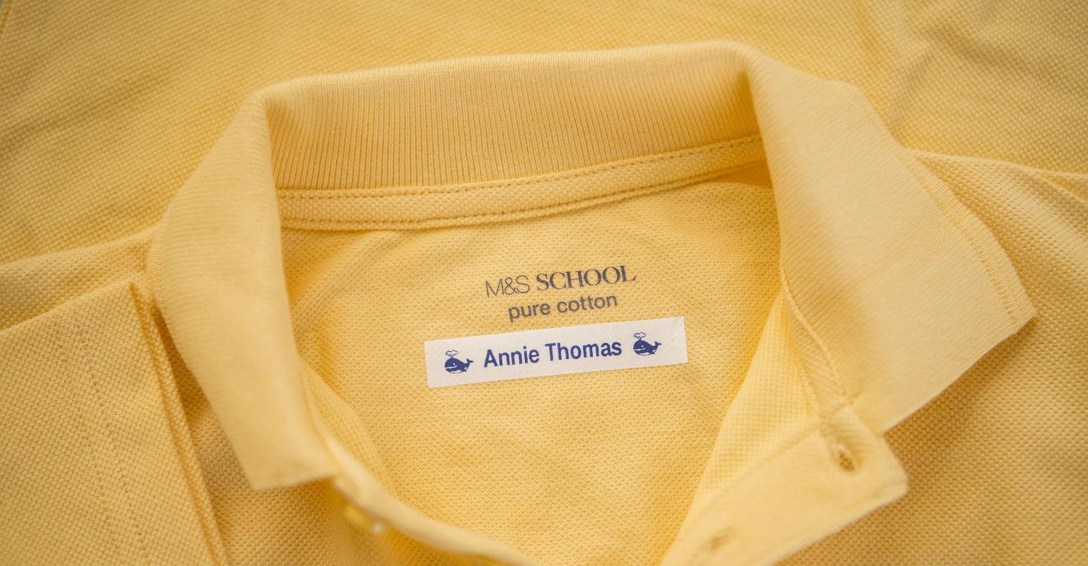 Polo amarillo con etiqueta textil Brother