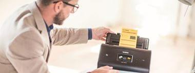 Escáner ADS Brother con solución avanzada Barcode Utility