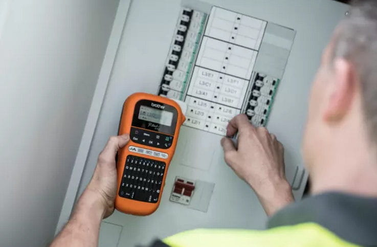 Rotuladora PT-E Brother para electricistas