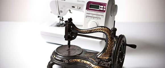Šijací stroj ukazujúci už vyše 100 ročnú históriu