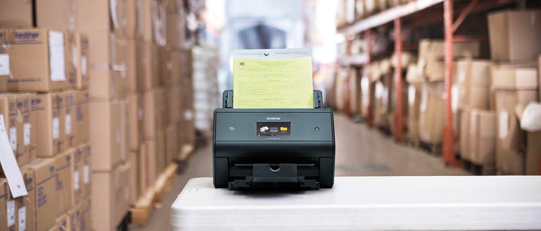 Skener s dokumenty ve skladu