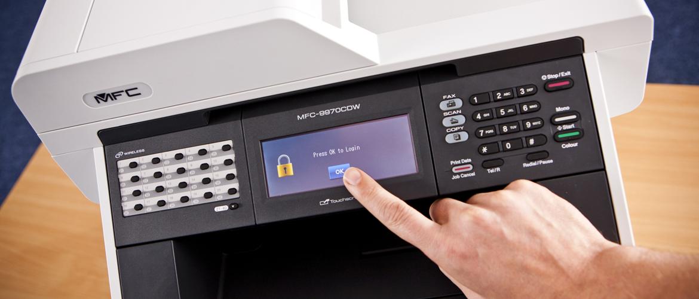 Přihlášení do zamknutého dotykového displeje kancelářské tiskárny - funkce Secure Function Lock