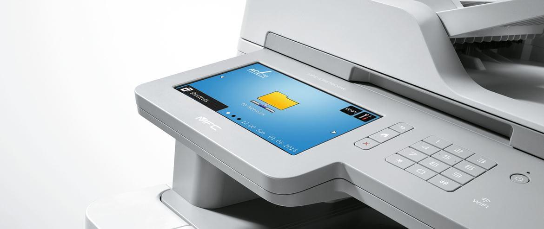 Multifunkční tiskárna s uživatelskou síťovou složkou na dotykovém displeji