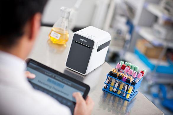 Laboratorní technika značení vzorků štítky