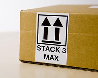 Etykieta Brother DK wydrukowana na drukarce QL pokazująca, jak układać pudełka