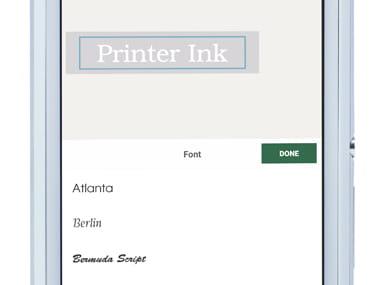 Aplikacija P-touch Design & Print, povečana na pametnem telefonu, prikazuje urejanje nalepke (sprememba pisave)