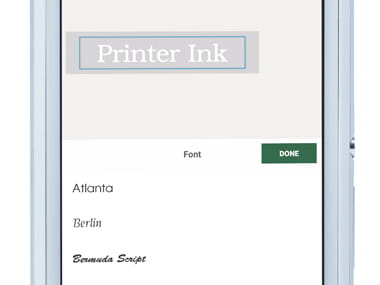 A P-touch Design & Print alkalmazás nagyítva van az okostelefonon, megmutatva a címke szerkesztését (a betűtípus megváltoztatása)