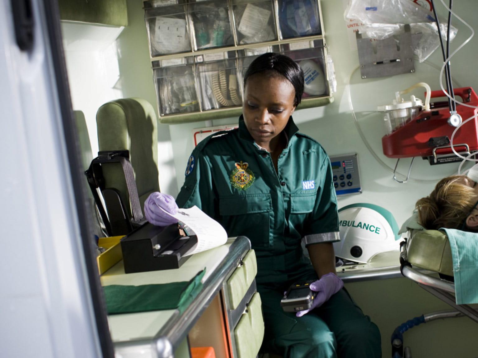 PJ tiskne dokument v ambulanci