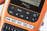 PTE110VP tarratulostimessa on erilliset toimintonäppäimet