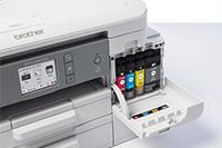 Värikasetit vaihdetaan helposti tulostimen etupuolelta