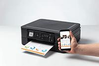 Brother DCP-J1050DW tulostaa värillistä dokumenttia älypuhelimesta