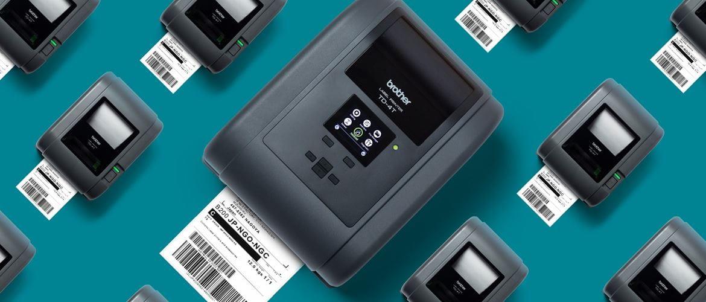 Vue du dessus des imprimantes d'étiquettes de bureau à transfert thermique Brother TD-4T sur fond bleu