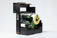 Imprimante industrielle d'étiquettes Brother TJ ouverte avec le support à l'intérieur