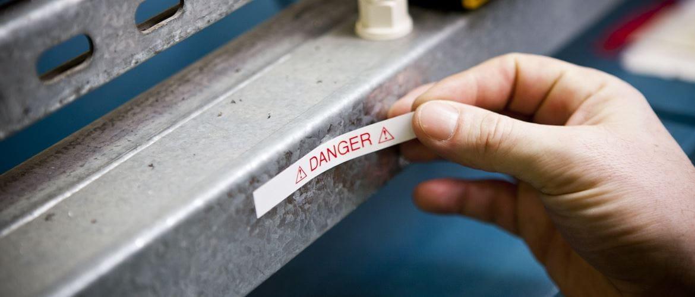 Etichetta laminata per segnalazione creata con etichettatrice Brother