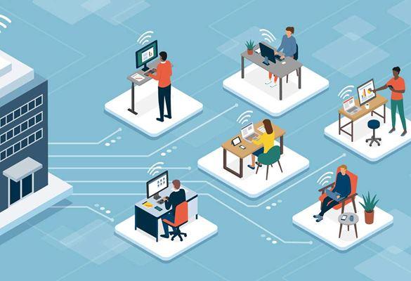 Ufficio open space con persone alla scrivania con laptop e piante