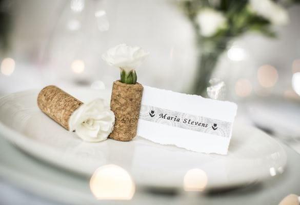 Etichetta segnaposto per matrimonio creata con etichettatrice Brother e nastro in tessuto