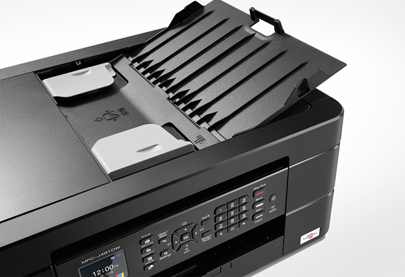 Stampante multifunzione inkjet Brother MFC-J772W su sfondo bianco