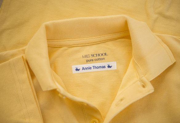 maglietta etichettata con etichettatrice Brother P-touch
