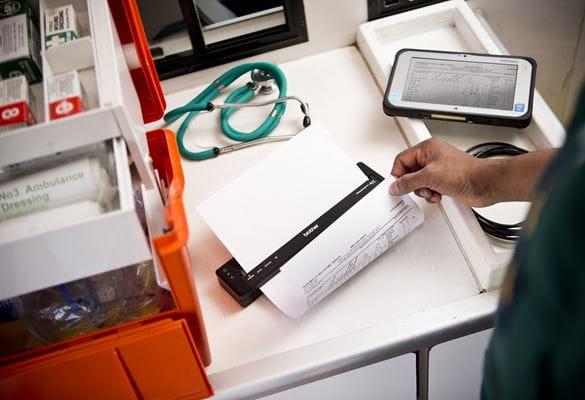 Soccorritore in ambulanza stampa in mobilità con stampante portatile Brother serie 700