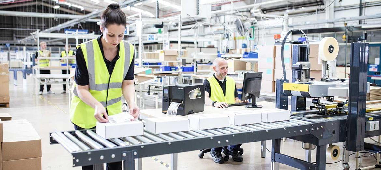 stampante barcode industriale Brother TJ stampa etichette in una logistica