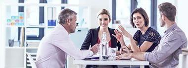 colleghi riuniti ad un tavolo