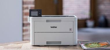 Stampante laser a colori Brother HL-L3270CDW su tavolo in legno