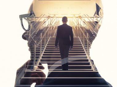 Doppia esposizione di uomo d'affari. Concetto di business di successo.