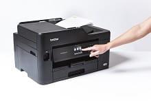 ADF in funzione con stampante multifunzione inkjet Business Smart Brother MFC-J5330DW